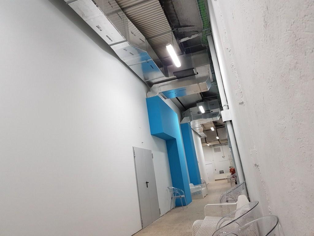 Sistema de ventilación frio/calor optimizado para rodajes. Ventila en pocos minutos el recinto despues de efectos especiales de cine.